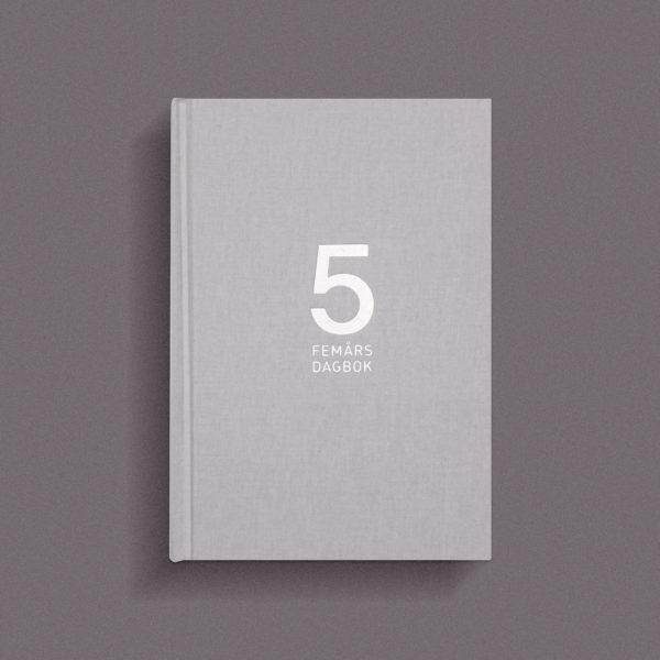 dagbok-1-ar-front-gra-pinkypine