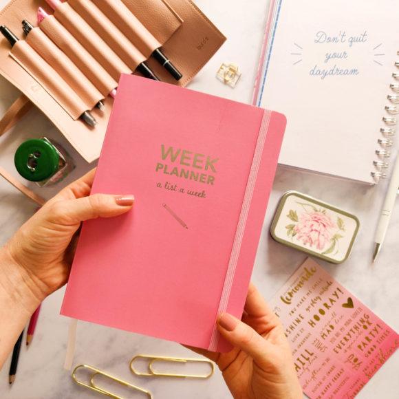 Framsidan av Week Planner pink